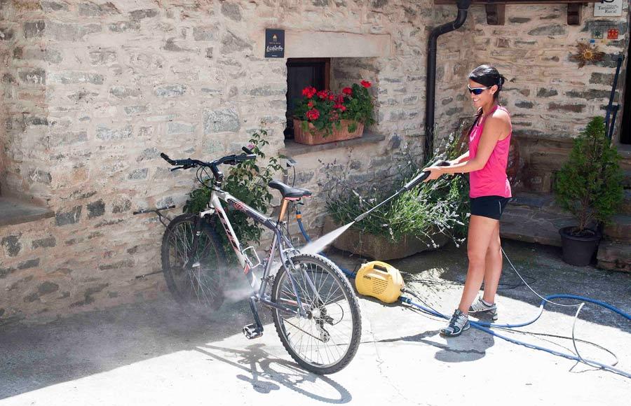 Lavar la bicicleta en hoteles para ciclistas bikefriendly