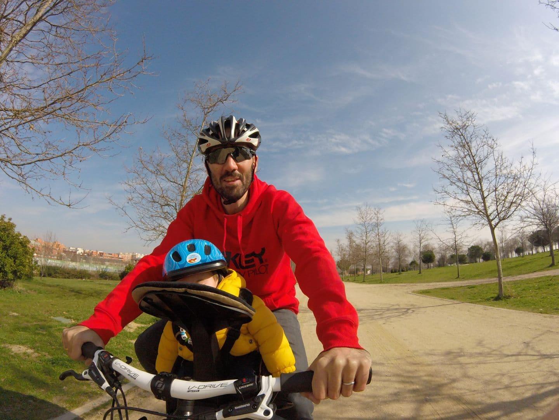 Primera salida en bici con silla infantil WeeRide