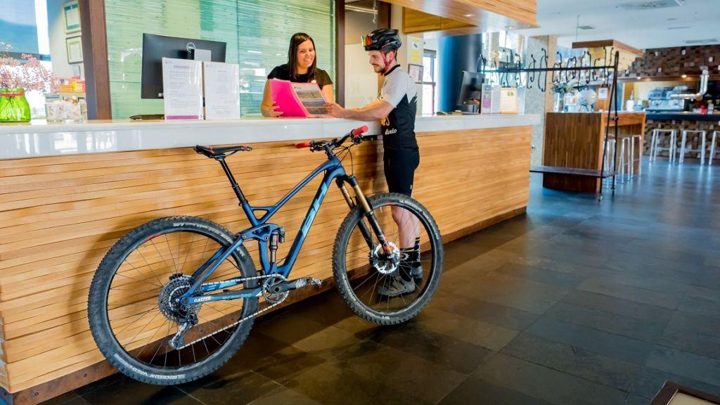 Recepción hotel Bikefriendly