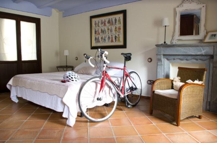hotel-bikefriendly-urban-bici-habitacion