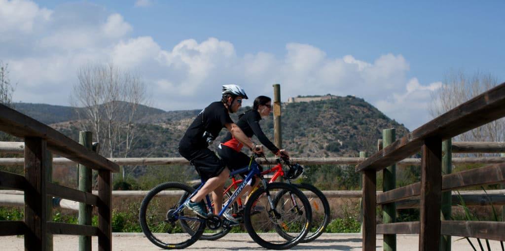 Chipi y Rut, equipo Bikefriendly, en bicicleta