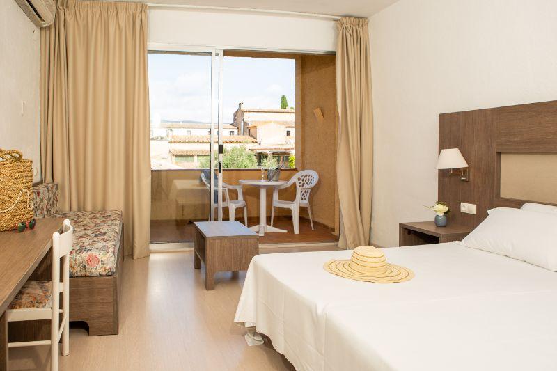 Muchas habitaciones del hotel tienen espectaculares vistas a la piscina