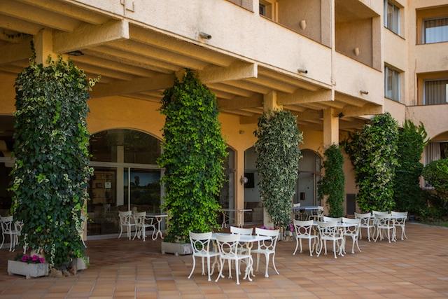 La terraza del Hotels Golf Costa Brava te relajará todo lo que necesites