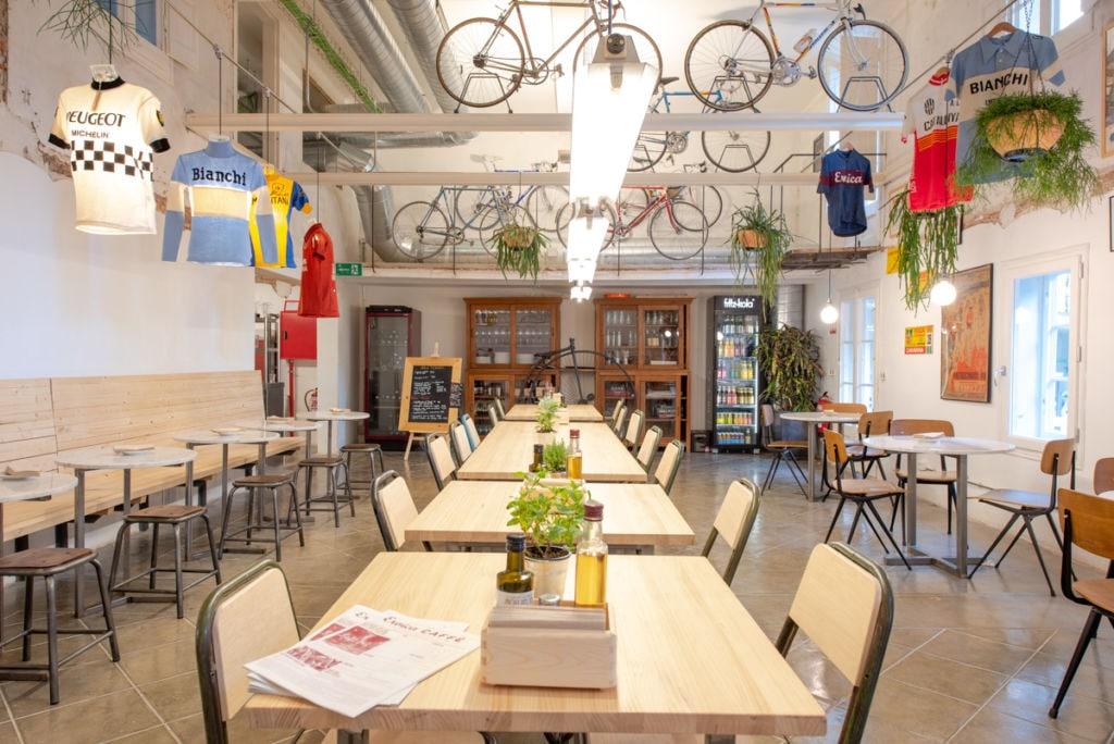 El Eroica Caffè Barcelona cuenta con una bonita decoración